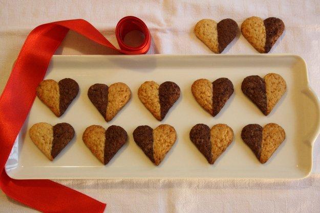 biscottini bicolori per San Valentino