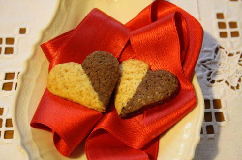 biscottini a forma di cuore bicolore