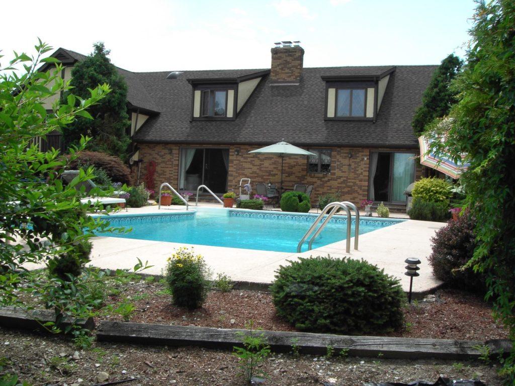 villa con piscina, felici in quale casa?