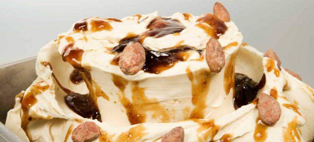 gelato caramello e mandorle