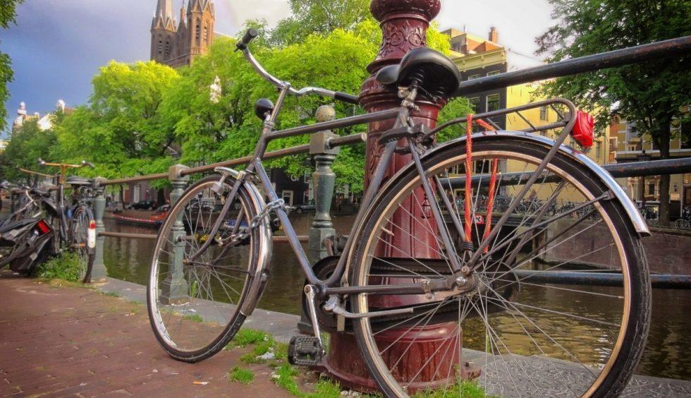 Cellulari proibiti in bicicletta