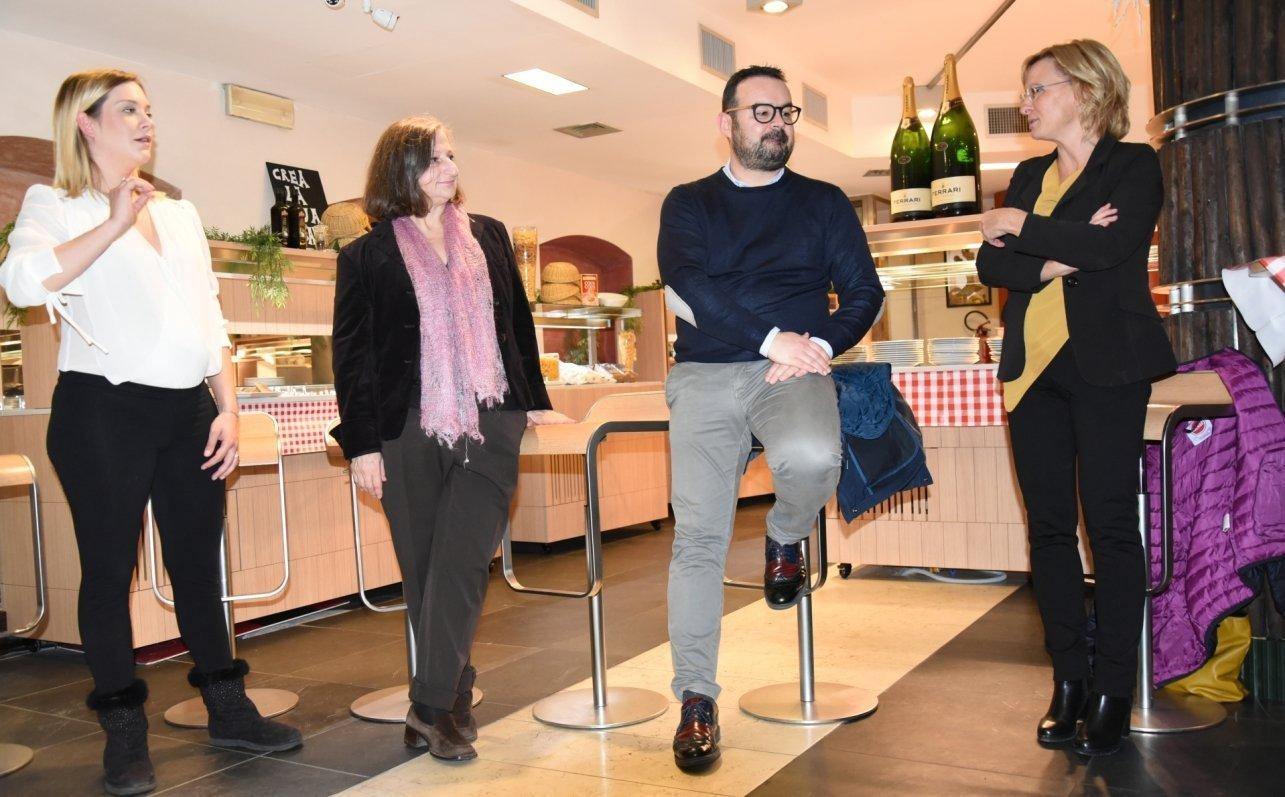 Grande successo per l'inaugurazione di Buffet Italia   Mammina che cucina!