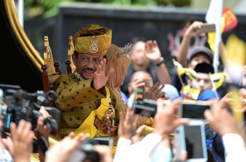 Brunei omosessuali e adulteri condannati a morte per la sharia