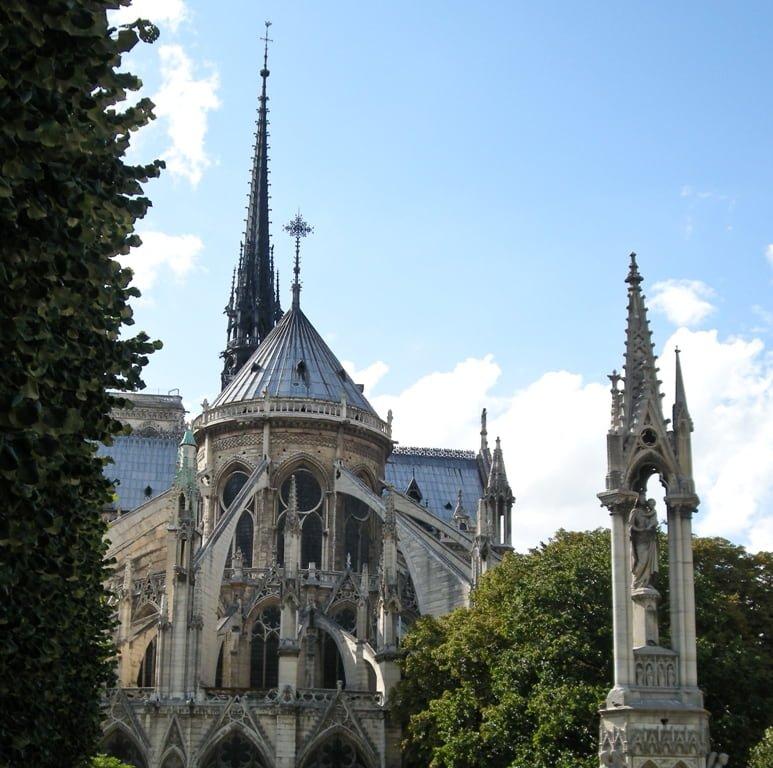 Notre Dame un simbolo seriamente danneggiato