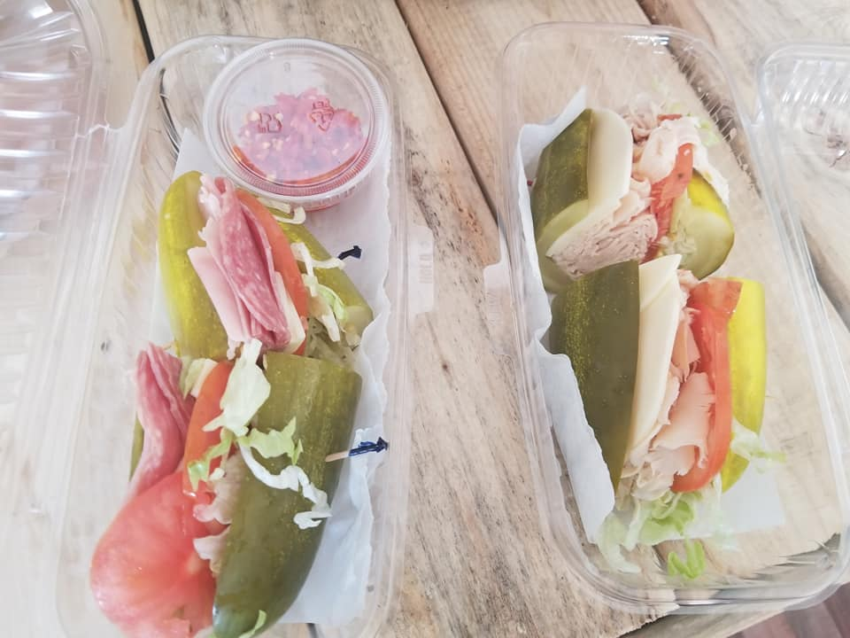 Il panino di cetriolo completamente vegano viene dagli USA