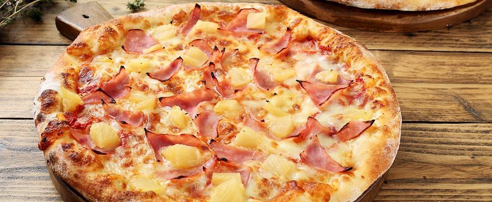 pizza nutella patatine fritte e salsiccia Hawaii