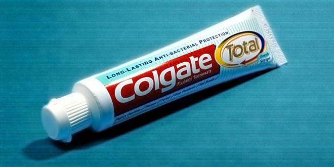 Un tubo di pasta dentifricia completamente riciclabile