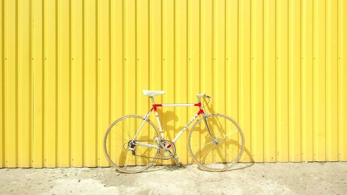 Al lavoro in bici per avere più ferie
