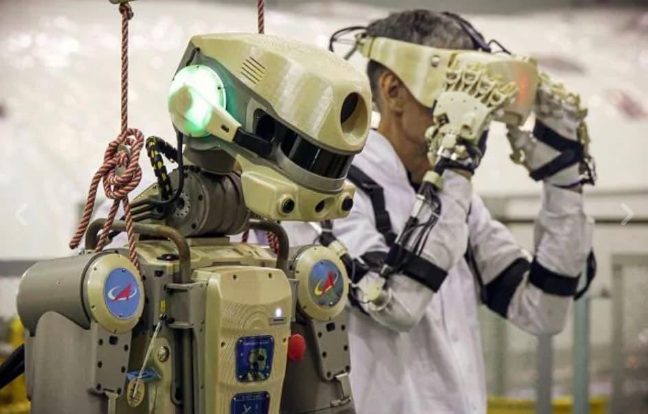 robot umanoide spazio