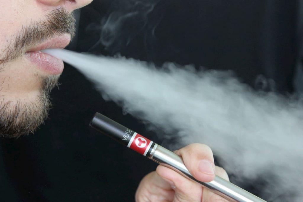 guerra alle sigarette elettroniche