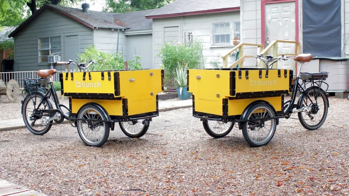 Mini scuolabus elettrico divertente