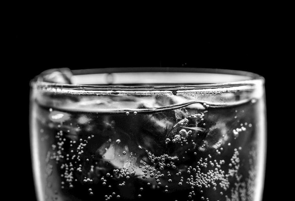 acqua gassata fa bene o fa male