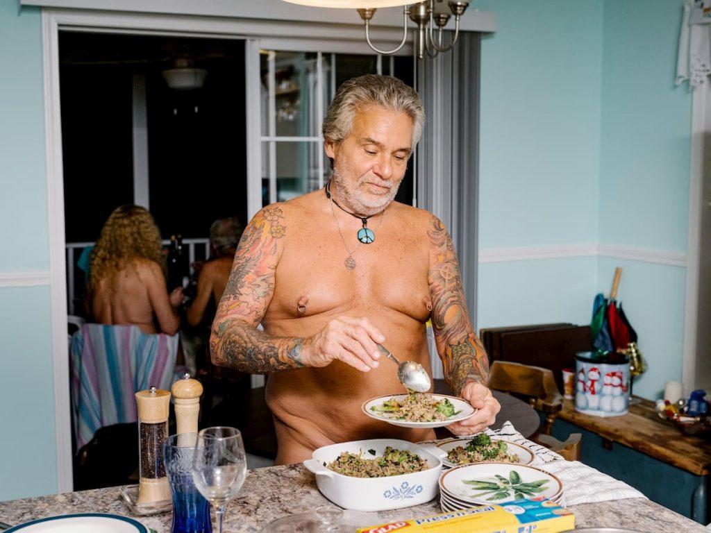 i nudisti cucinano con più attenzione