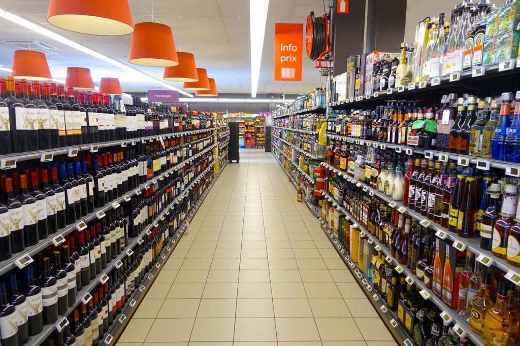 trentino chiusure domenicali di negozi e supermercati
