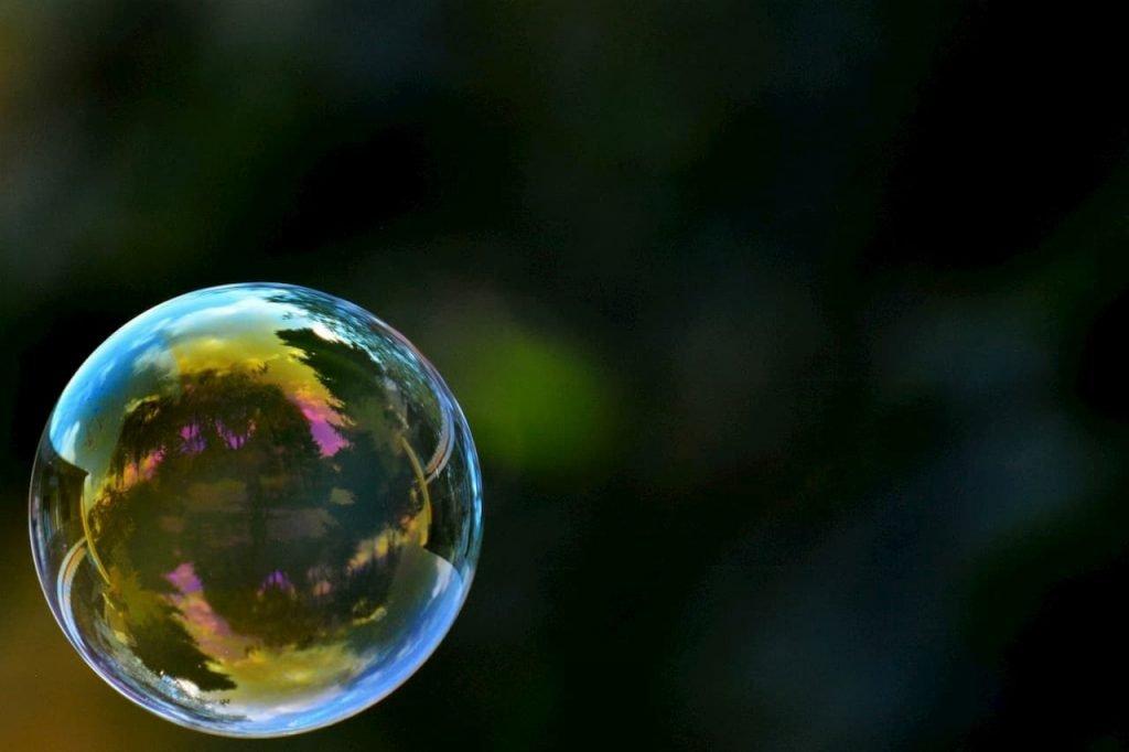 Per fare concorrenza alle api servono le bolle di sapone