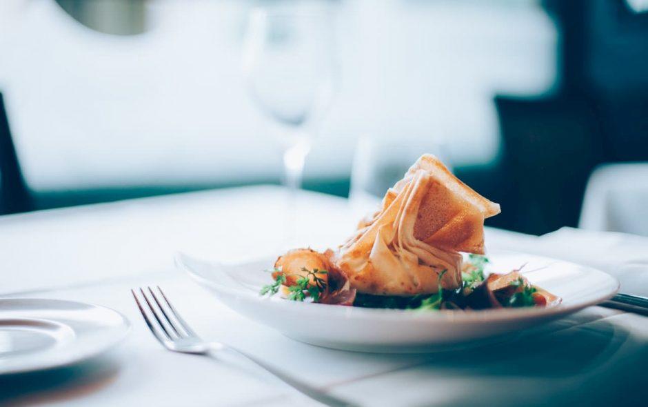 Mangiare sano si può anche senza contare le calorie basta rallentare e trasformare il momento del pasto in un momento lieto e piacevole senza farsi distogliere