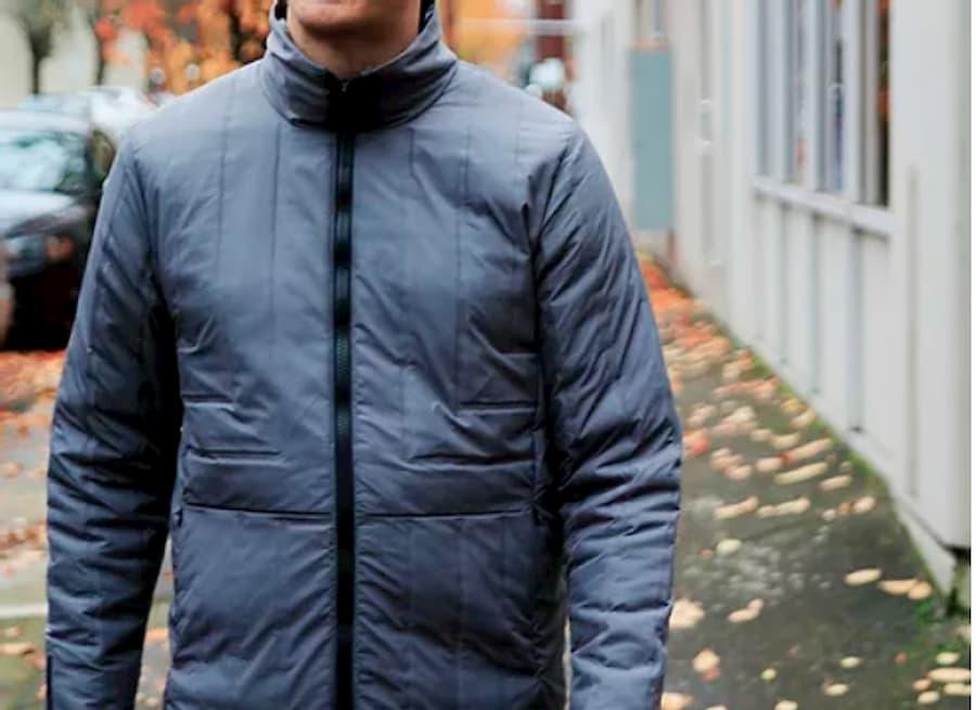 Una giacca che si riscalda o raffredda automaticamente