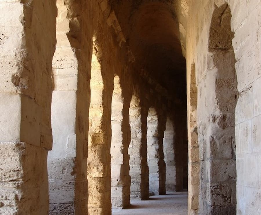 Ciondoli romani per il trucco femminile