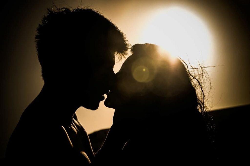 La scienza s'interroga sul perché ci baciamo