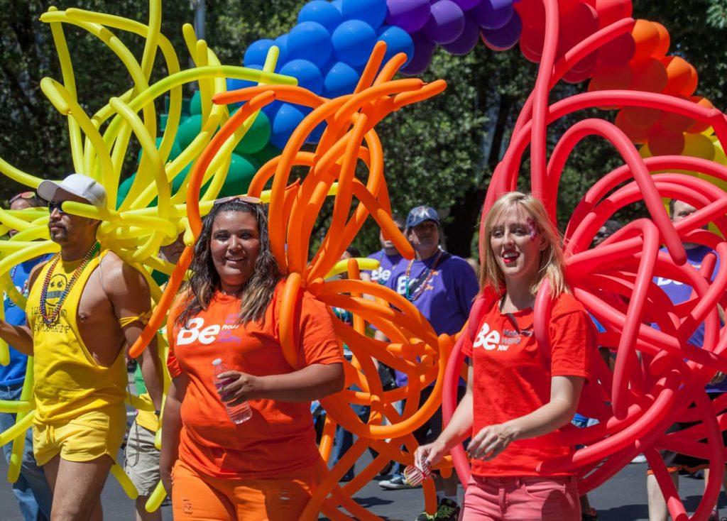 Mese dell'orgoglio coi colori dell'arcobaleno