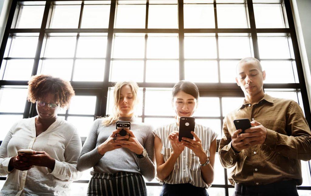 Controllare il telefono è contagioso
